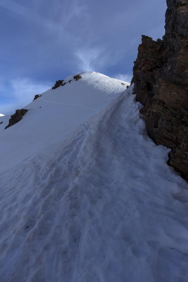 Paso cargado de nieve tras la puerta de los raspones (Ruta río Seco #22)