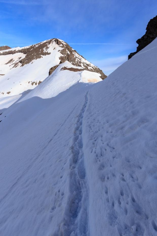 Vuelta al día siguiente: paso de nieve complicado antes de llegar al Collado del Lobo (Ruta río Seco #24)