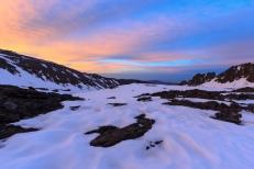 Amanecer en la cuenca de Río Seco, con el valle de Poqueira al fondo, Sierra Nevada (Río Seco #3, privamera 2014)
