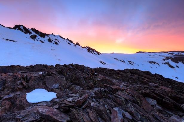 Crestones de Río Seco, Puntal de Loma Pelada y Puntal de la Caldera al amanecer, Río Seco, Sierra Nevada (Río seco #6, privamera 2014)