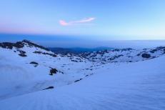 Atardecer en el valle del Río Veleta desde el Collado del Lobo, Sierra Nevada, con el mar Mediterráneo al fondo (Río seco #9, privamera 2014)