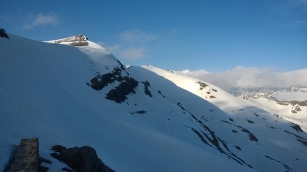 Nieve acumulada en el paso bajo el Cerro de los Machos (Ruta Río Seco #9 - Móvil)