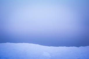 (Brumas de montaña II - #2, Sierra Nevada, primavera 2014) Laguna de la Caldereta cubierta de bruma