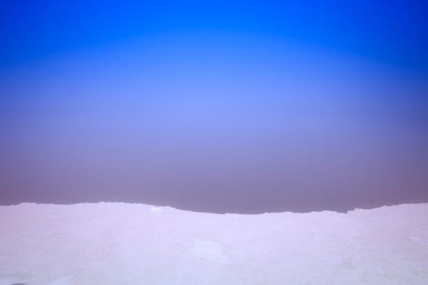 (Brumas de montaña III - #4, Sierra Nevada, primavera 2014) Laguna de la Caldereta cubierta de bruma