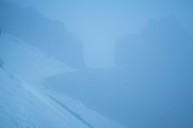 (Sierra Nevada, primavera 2014) Puerta de los raspones envuelta en niebla